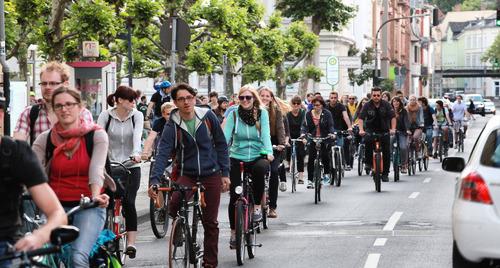 Flashmob critical mass Verkehr Radfahren Footo: Schepp